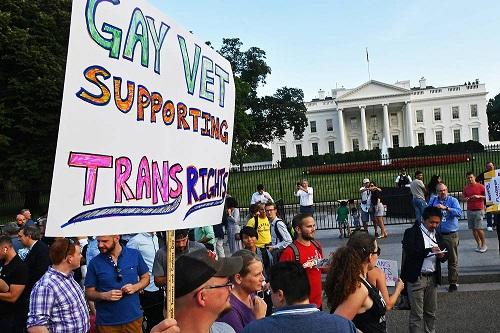 Corte bloqueia veto de Trump a transgêneros nas Forças Armadas