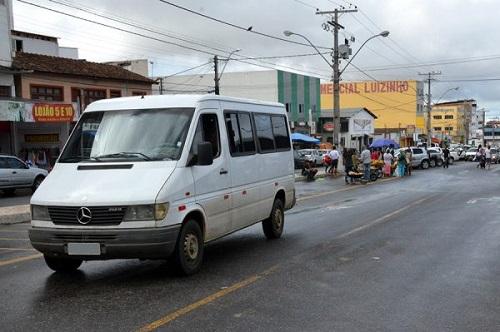 Conquista: Prefeitura regulamenta transporte feito por vans