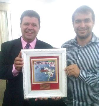Vereador Alessandro Lôbo recebe comenda de Presidente Destaque do estado da Bahia