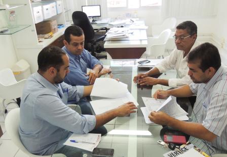 Comissão de vereadores se reúne com secretário de saúde para falar sobre implantação do curso de medicina em Brumado