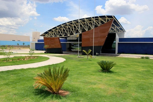 Rui Costa dá início à visita guiada à Policlínica de Guanambi