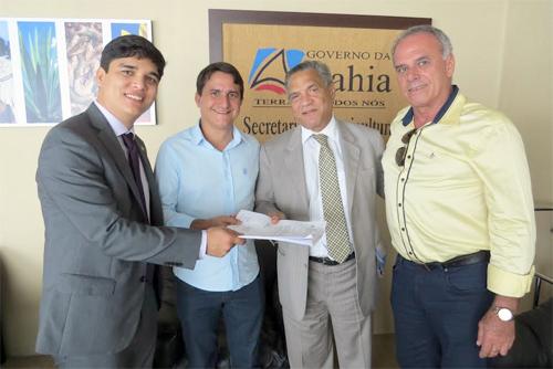 Prefeito Aguiberto e Vitor Bonfim visita secretarias em busca de benefícios para o município