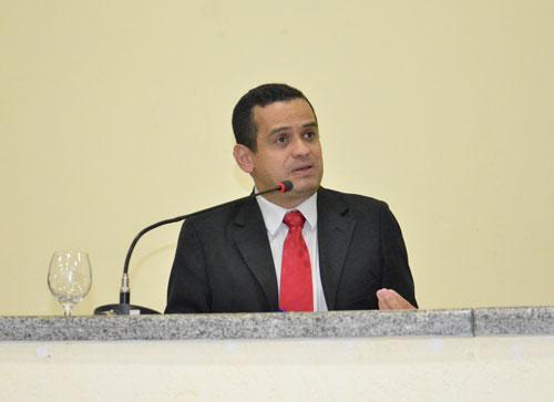 Pessoas de Guajeru, Rio do Antônio e Aracatu estão sendo atendidas com base na mentira; diz Welinton Lopes