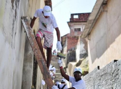 Candeias: Moradores recebem projeto para melhorias habitacionais